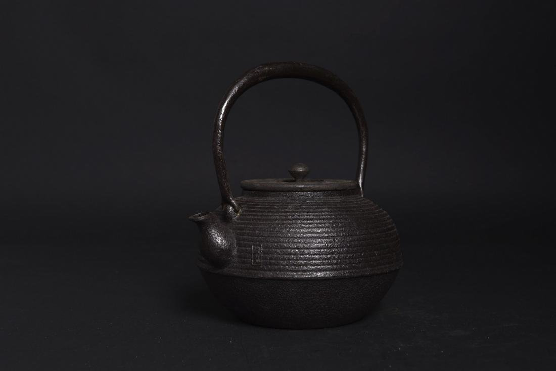 A JAPANESS TETSUBIN CAST IRON TEAPOT, SHOWA PERIOD