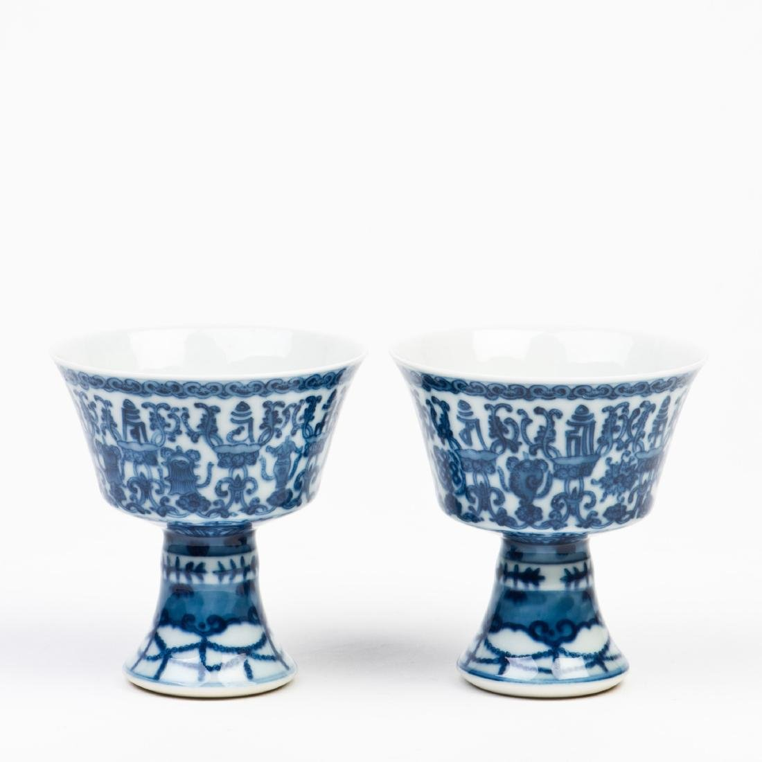 A PAIR OF PORCELAIN GOBLETS