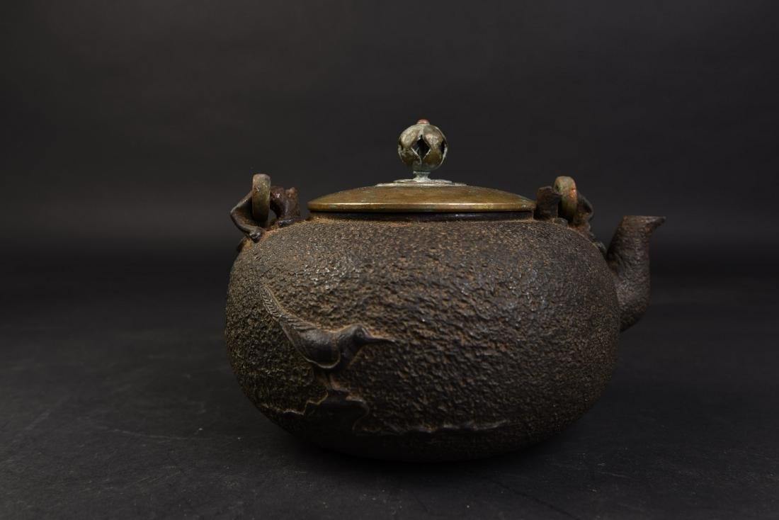 A JAPANESE TETSUBIN CAST IRON TEA POT - 4