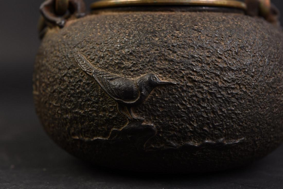 A JAPANESE TETSUBIN CAST IRON TEA POT - 5