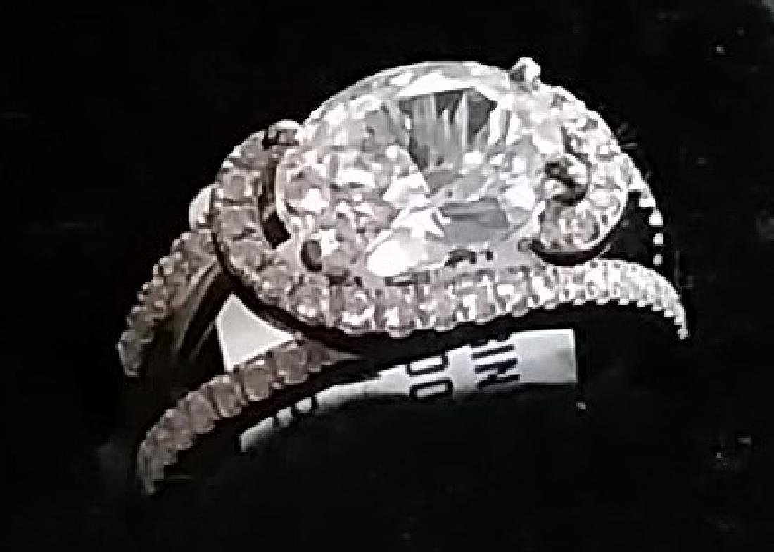 18K Gold Diamond Engagement Ring w. Oval Centerstone
