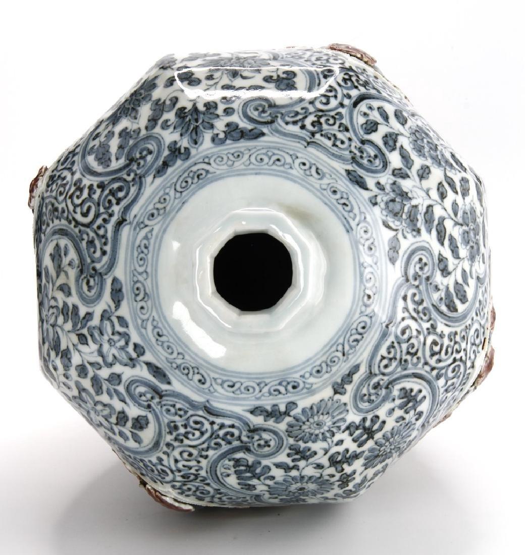 Large Blue/White Faceted Baluster Vase, Ming - 3