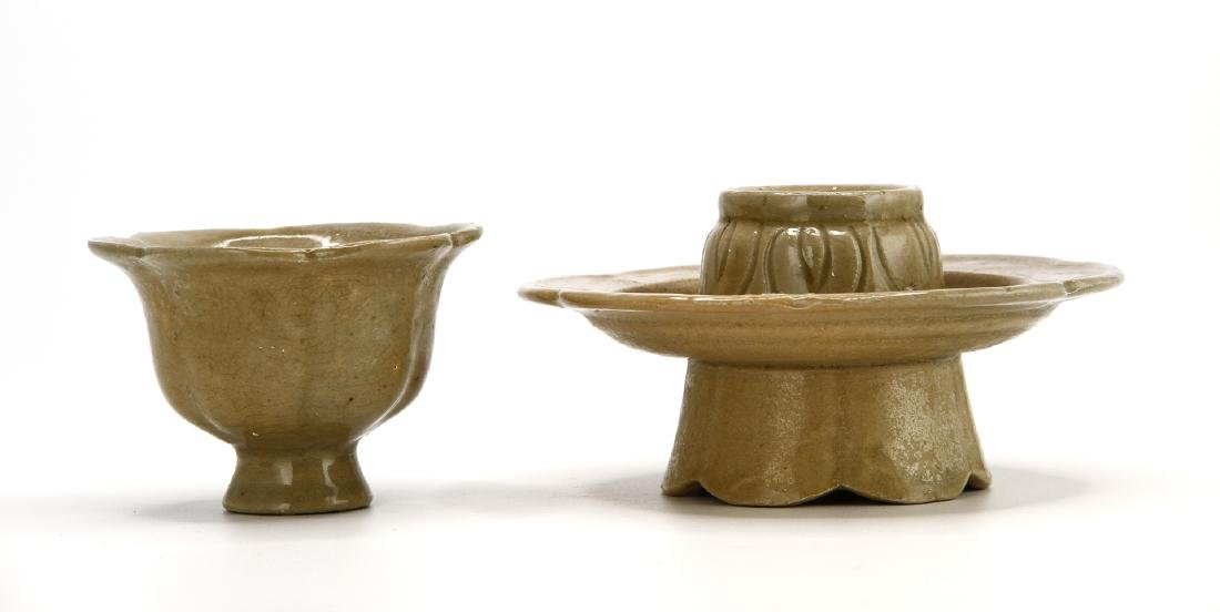 'Yue' Celadon Lobed Cup and Cupstand - 4