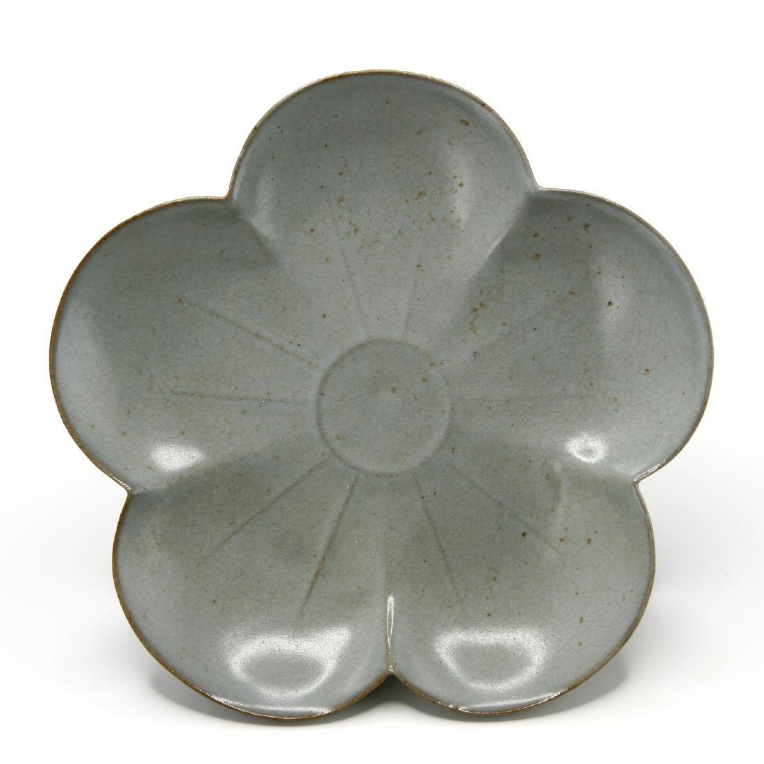 Rare Guan-Type Plum Floral Dish