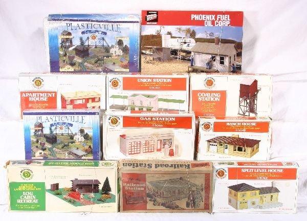 369: NETTE - 17 Pc. Plasticville and Structure Box Lot: