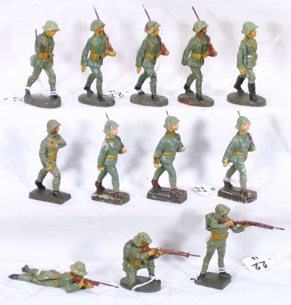 22: NETTE - 12 German Compo Soldiers: