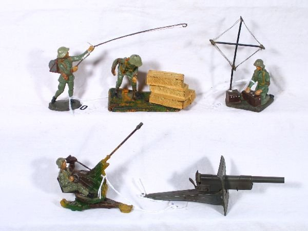 32: NETTE - 5 Pc. German Compo Soldier Group: