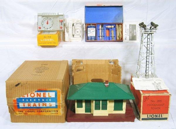 339: NETTE - 4 Boxed LIONEL Accessories: