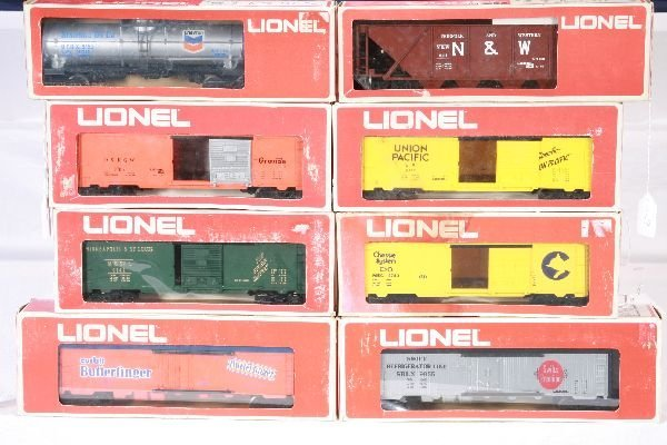 10: NETTE - 8 LIONEL MPC Freight Cars: