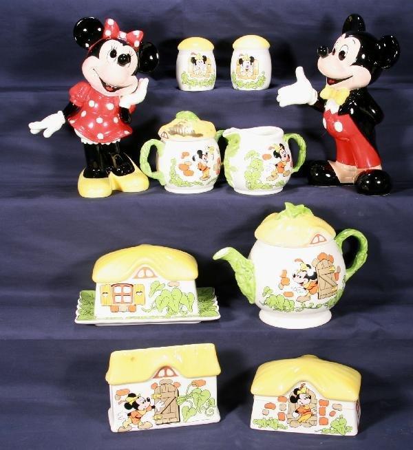 190: NETTE - 8 Pc. DISNEY Mickey & Minnie Table Set, Pl