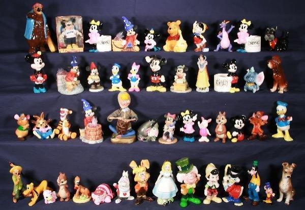 200: NETTE - 45 Small DISNEY Figurines: