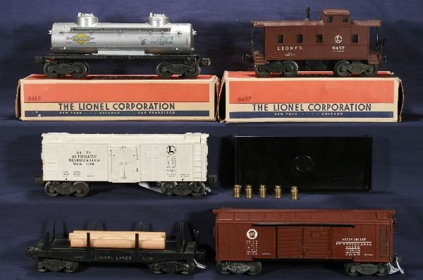 242: NETTE - 5 LIONEL Freight Cars: