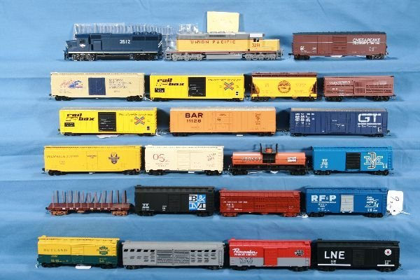 9: 22 Pc. HO Freight Lot: