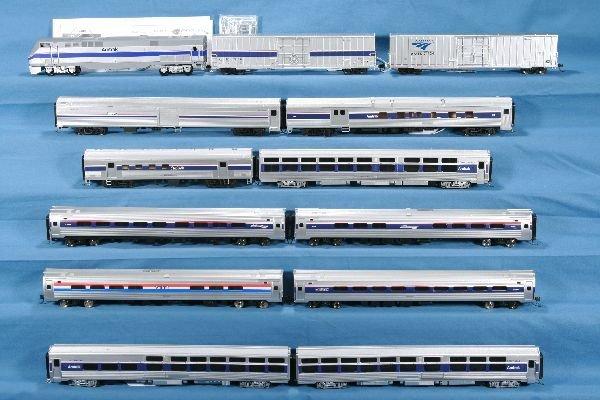 11: 13 Pc. HO Ga. Amtrak Group: