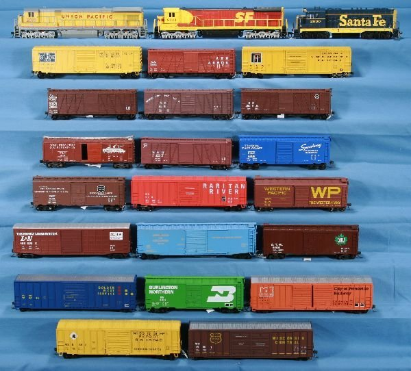 15: 23 Pc. HO UP Diesel Freight Lot: