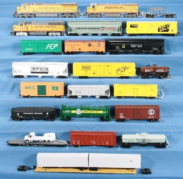 19: 23 Pc. HO UP Diesel Freight Lot: