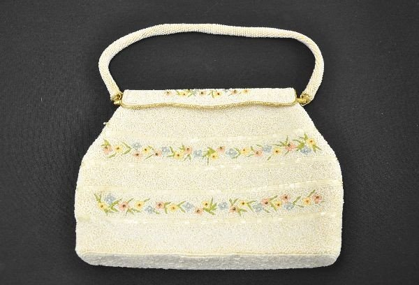 633: Pretty Art Deco Beaded and Petit Point Purse