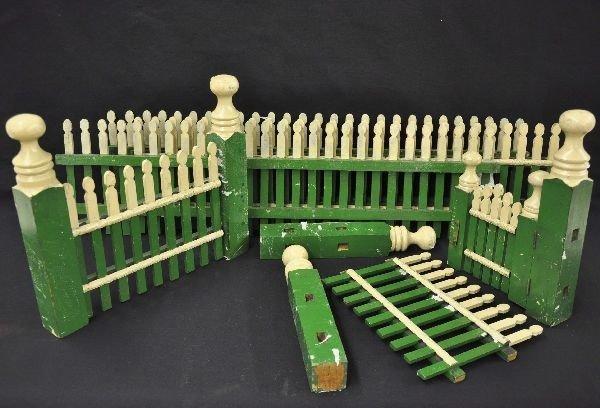 9: Early Folk Art Christmas Fence