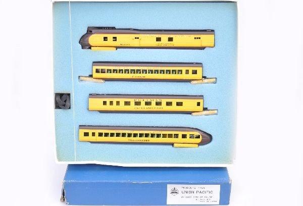 166: Nice Boxed AHM HO UP Streamliner