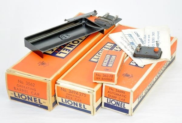 199: 3 Boxed Lionel Freight Cars - 2