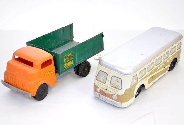 316: Vintage Truck & Bus Lot