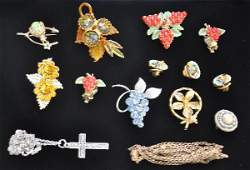 549C: 17 Pc Vintage Costume Jewelry Group