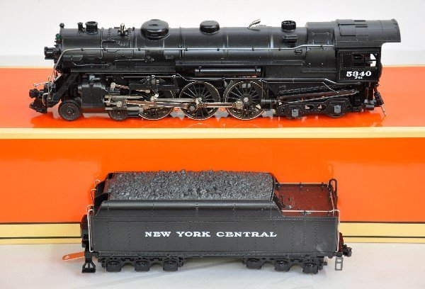 12: Lionel 18005 I700E Hudson with Case