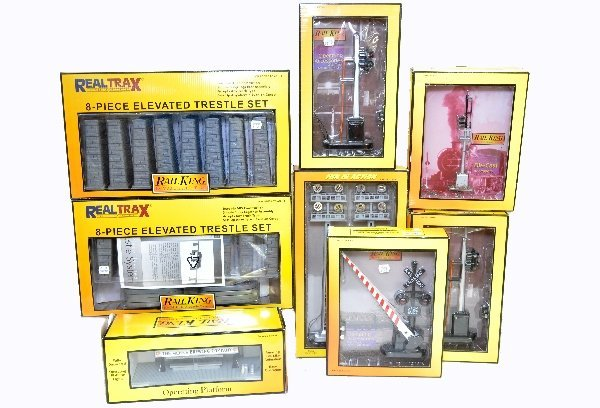 11: 8 Boxed MTH Accessories