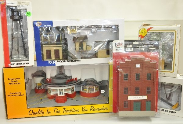 13: 6 Boxed MTH & Walthers Accessories