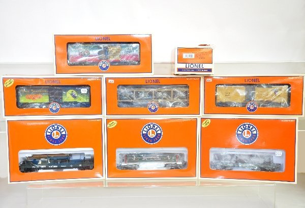 16: 8 Boxed Lionel Freight Cars