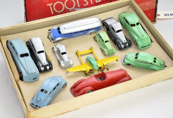355: Scarce Boxed TootsieToy Motors Set 5200 - 2