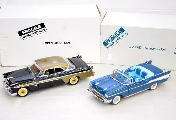 9: 2 Franklin Mint 1:24 Scale Vehicles