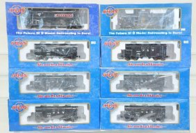 8 Atlas Freight Cars