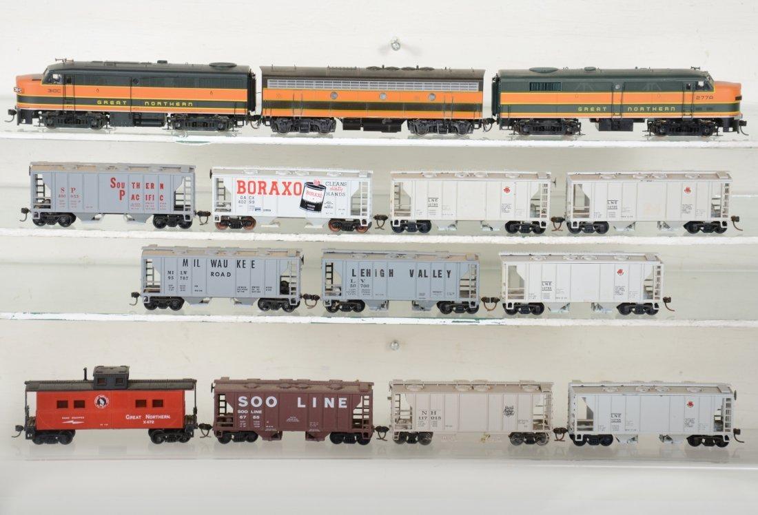 HO GA GN Diesel Covered Hopper Train