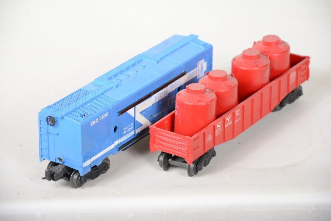 Clean Boxed Lionel 3530 & 6562 Freights - 3