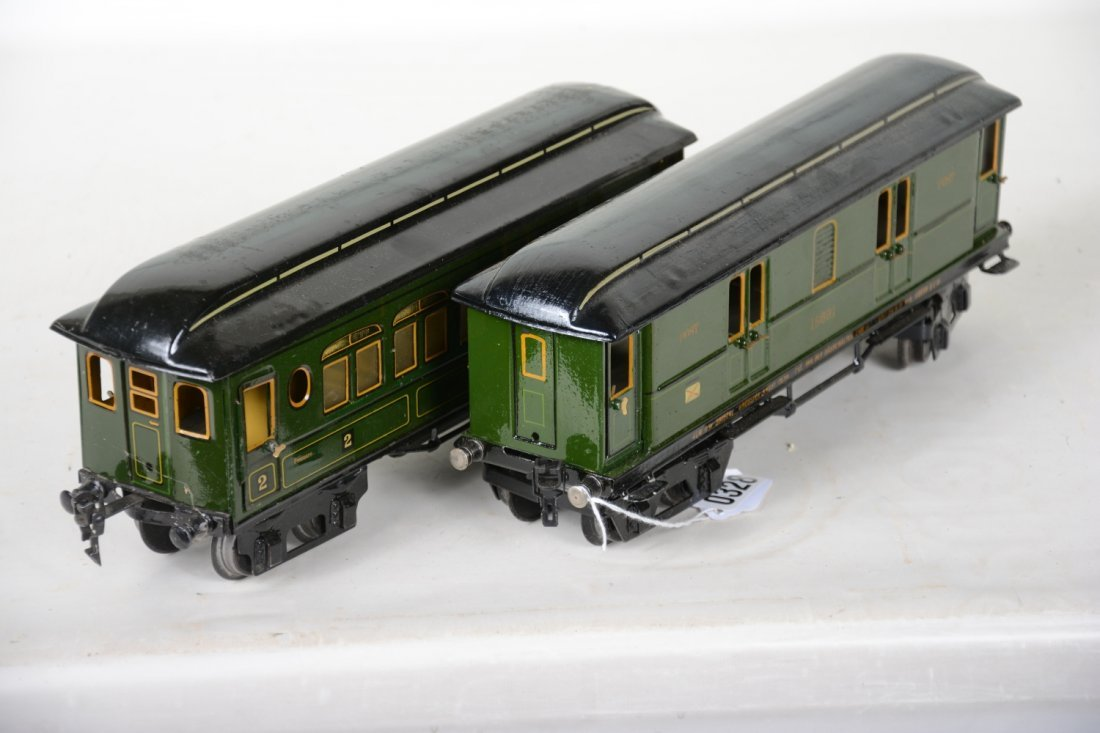 Clean Early Marklin 33cm Passenger Cars - 4