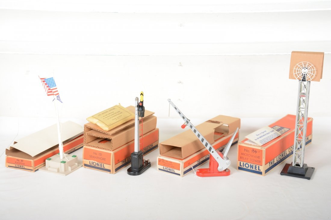 Nice Boxed Lionel Accessories
