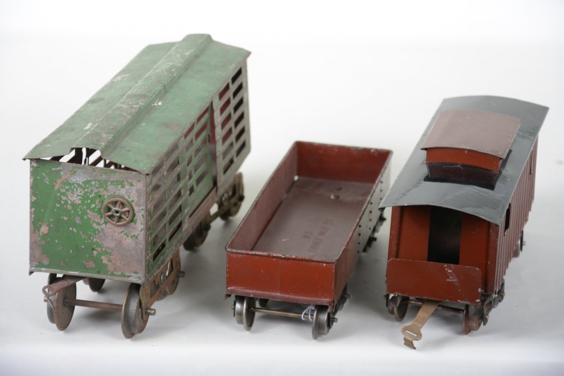 3 Early Lionel Freight Cars - 4