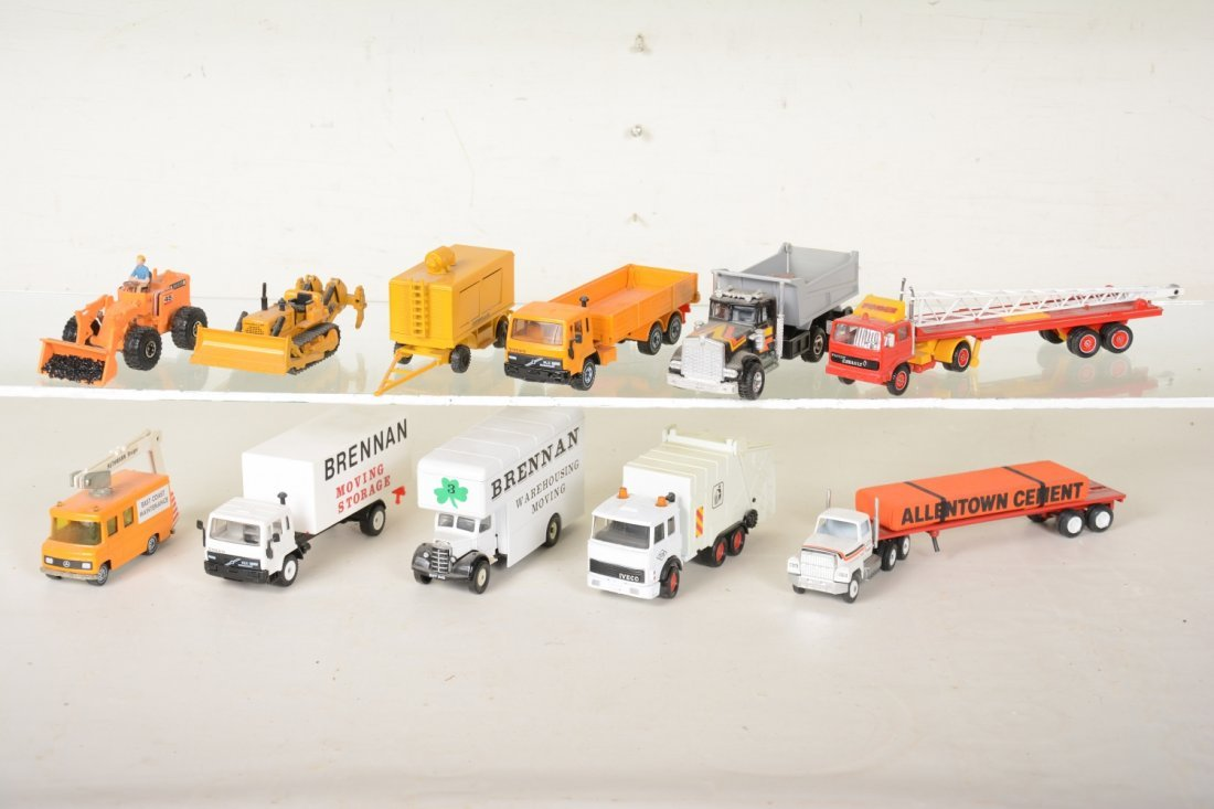 Nice Diecast Layout Vehicles - 3