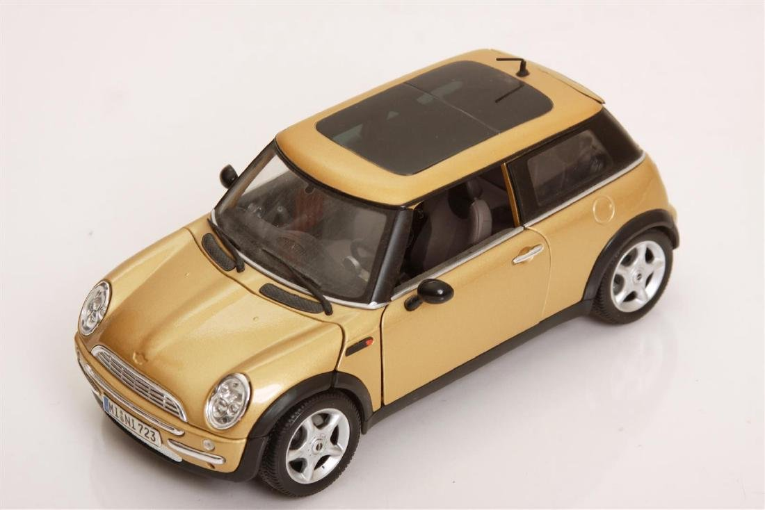 1/18 Scale Mini Cooper by Maisto