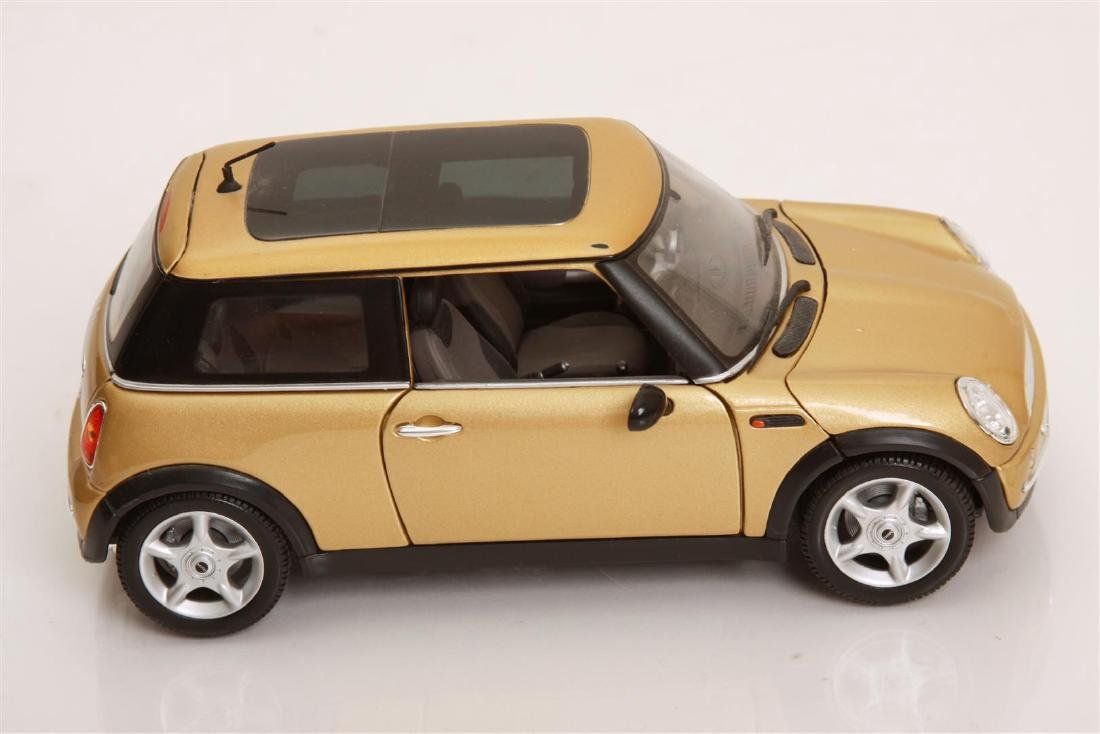 1/18 Scale Mini Cooper by Maisto - 3