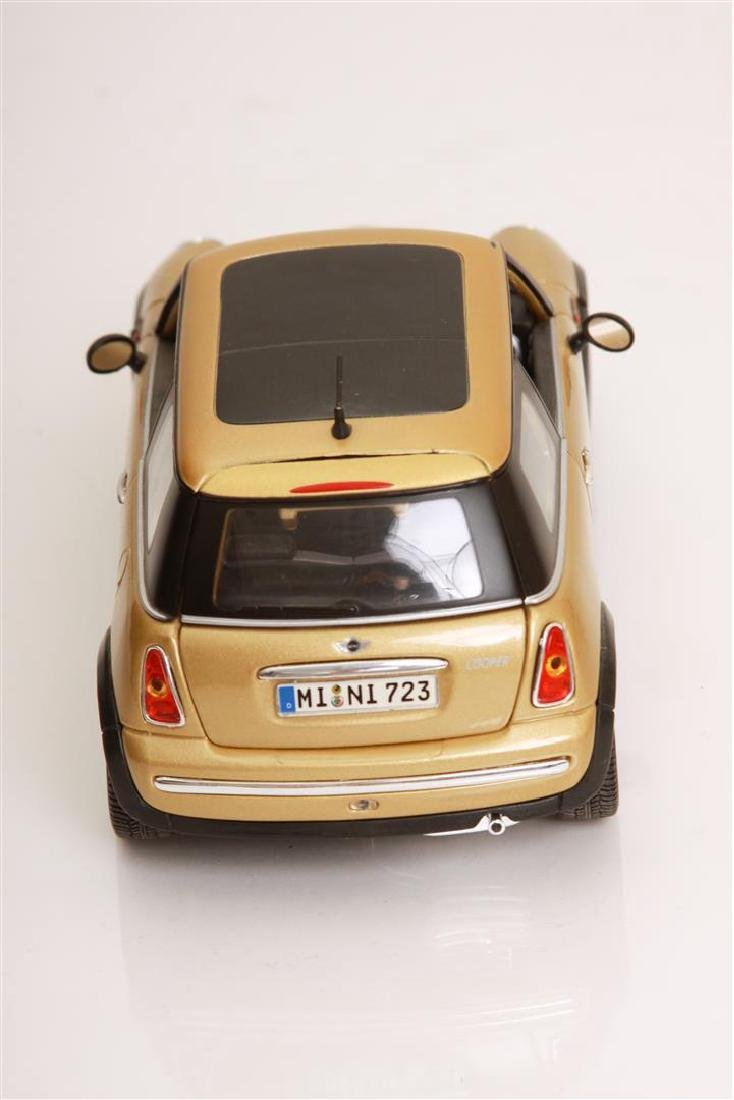 1/18 Scale Mini Cooper by Maisto - 4