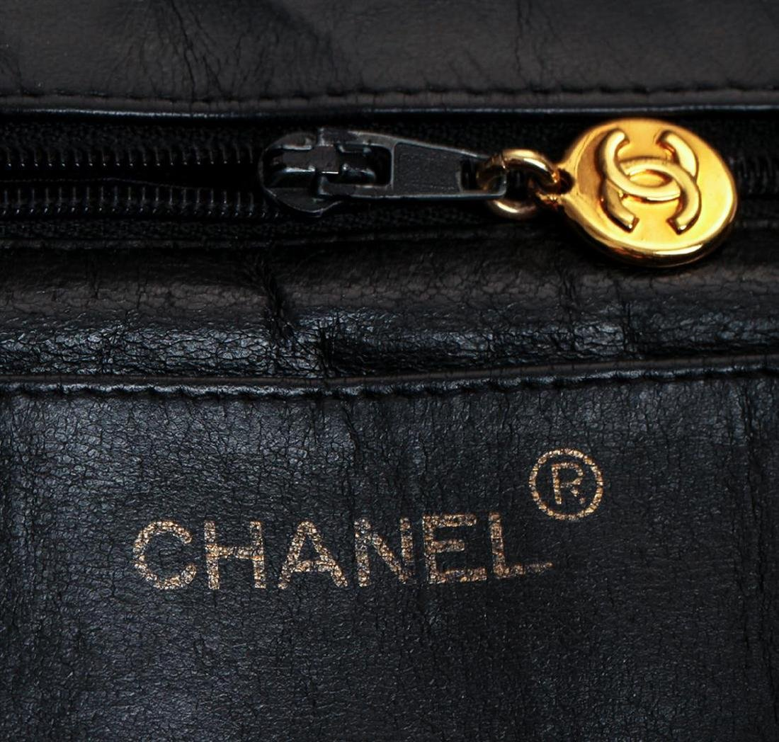 Chanel Vintage Jumbo Flap Black Shoulder Bag - 4