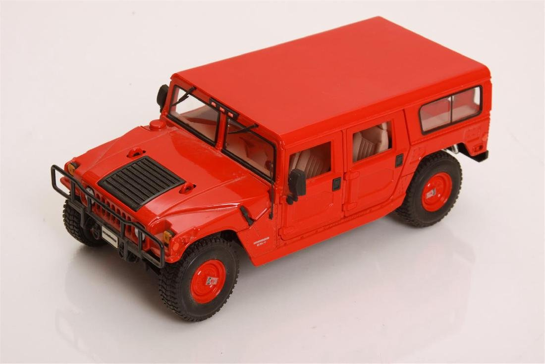 1/18 Scale Hummer by Maisto