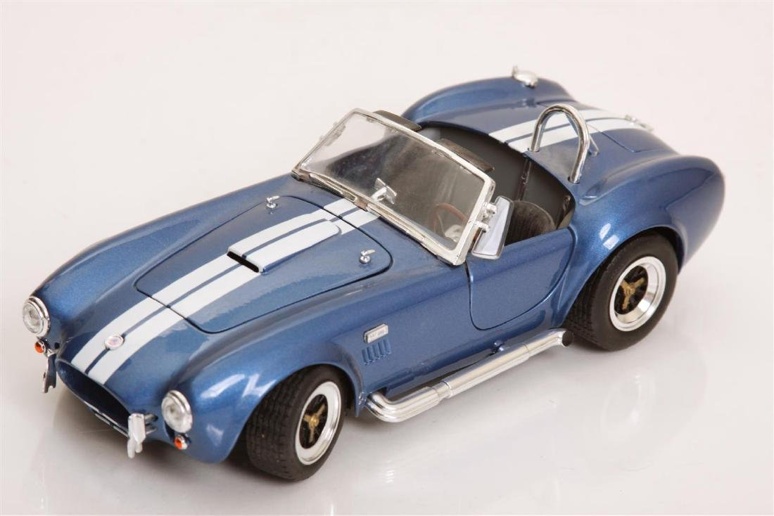 1/18 Scale Shelby Cobra 427 S/C by Road Legends
