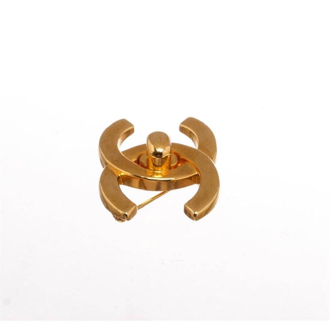 Chanel Gold Turn Lock CC Logo Brooch 96P