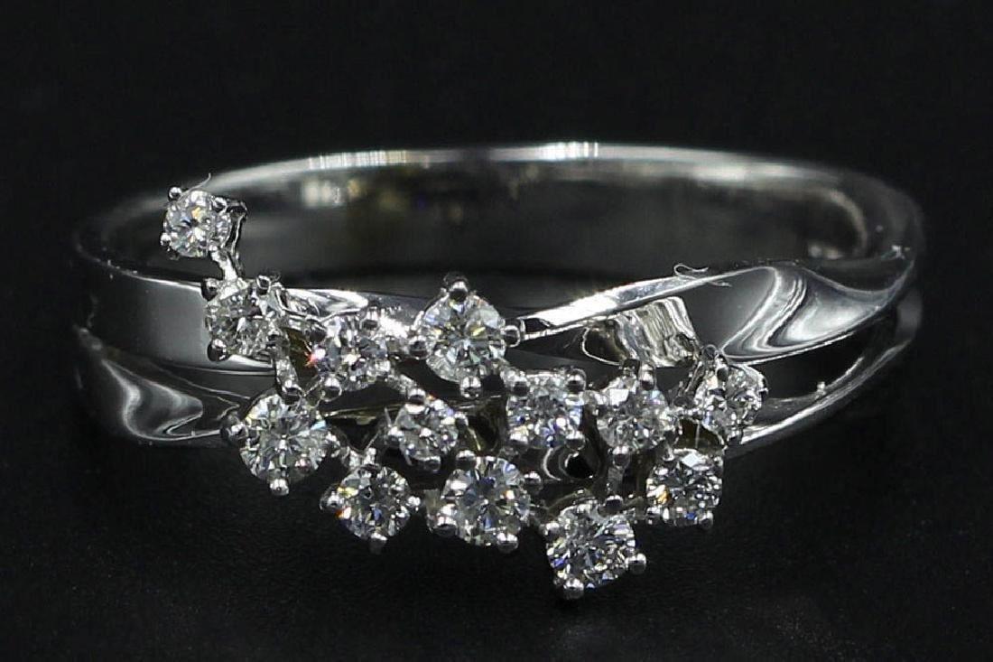 0.30 ctw Diamond Cluster Ring - 14KT White Gold