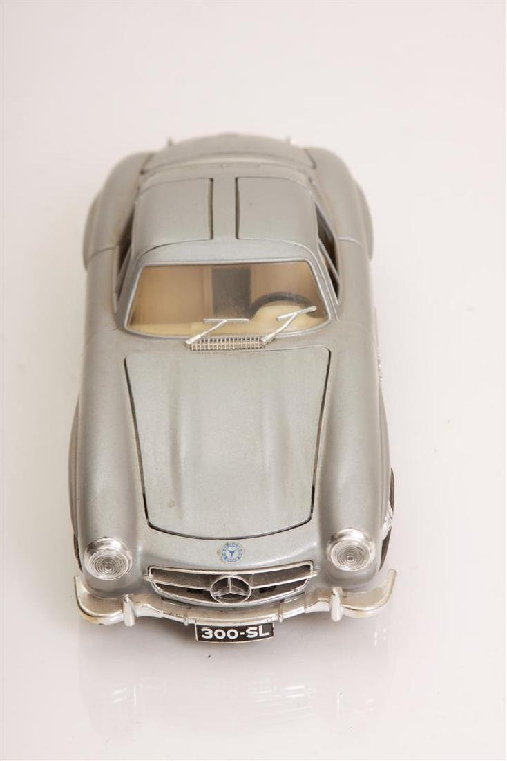 1/24 Scale 1954 MBZ 300 SL by Burago - 2