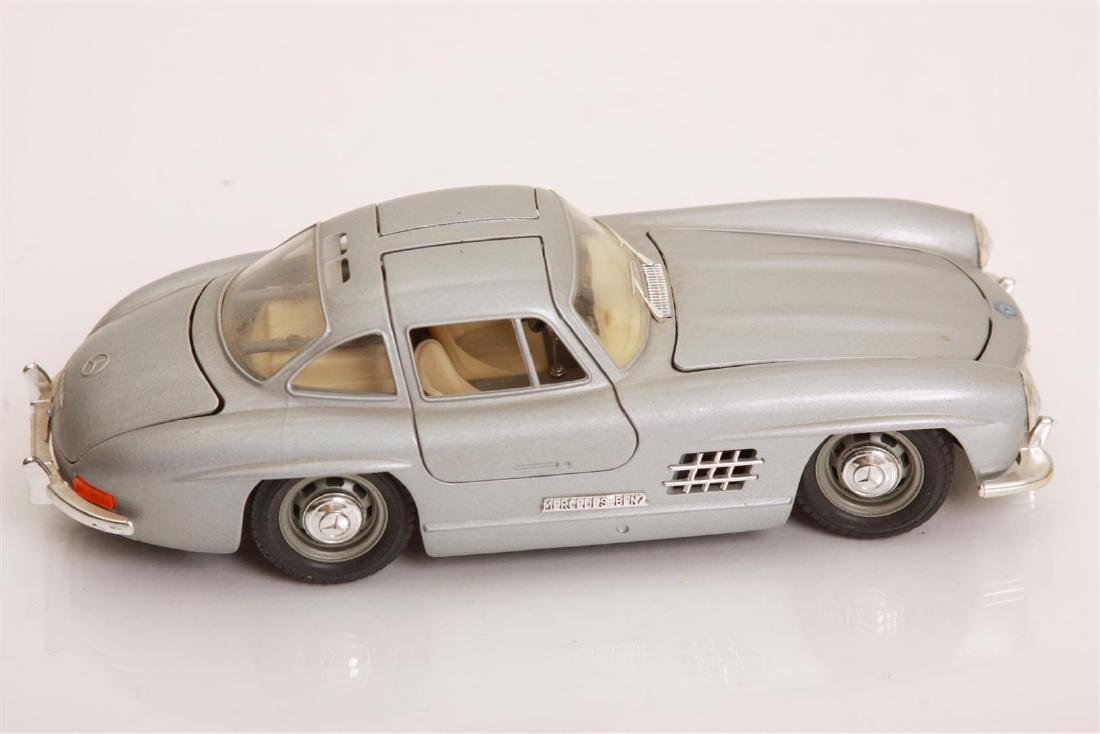 1/24 Scale 1954 MBZ 300 SL by Burago - 3