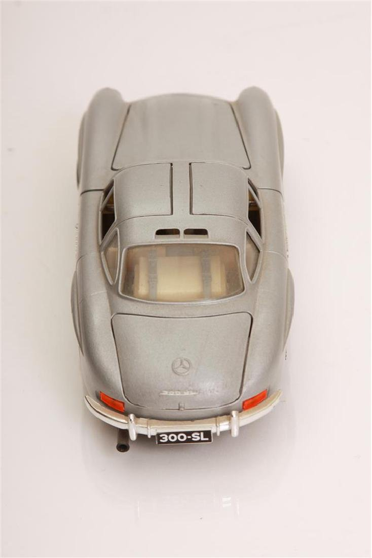 1/24 Scale 1954 MBZ 300 SL by Burago - 4